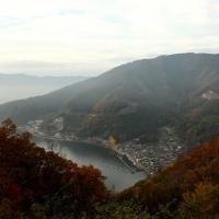奥琵琶湖パークウェイより菅浦の集落を望む