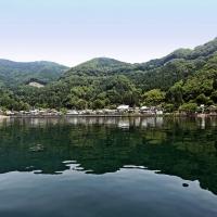 湖上より菅浦の集落を望む