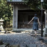 須賀神社境内は土足が禁じられている