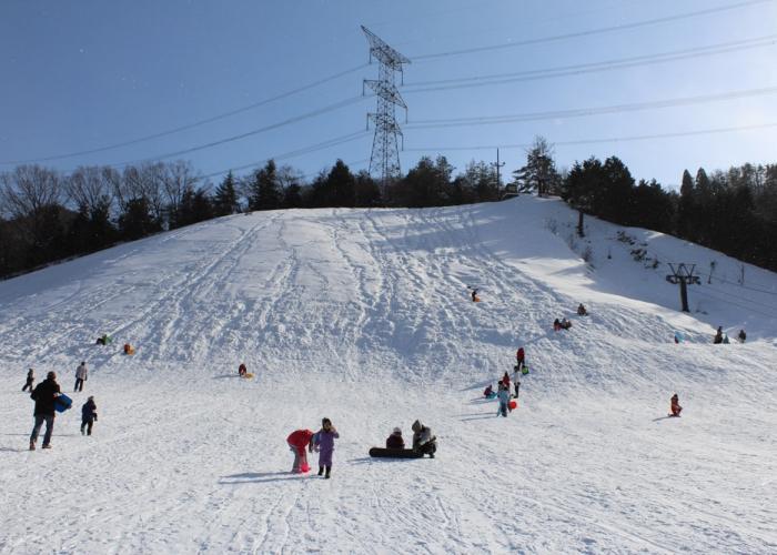 子どもと遊べる赤子山スキー場 スノーパル