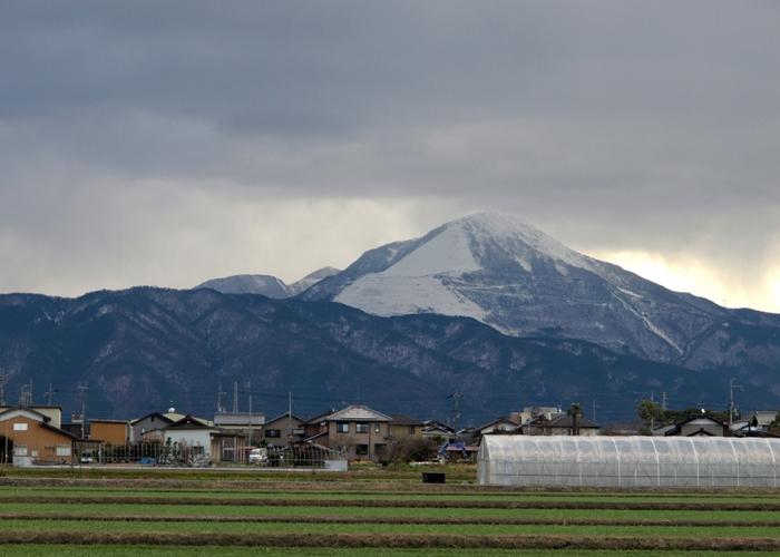 「伊吹山に三回雪が降る」