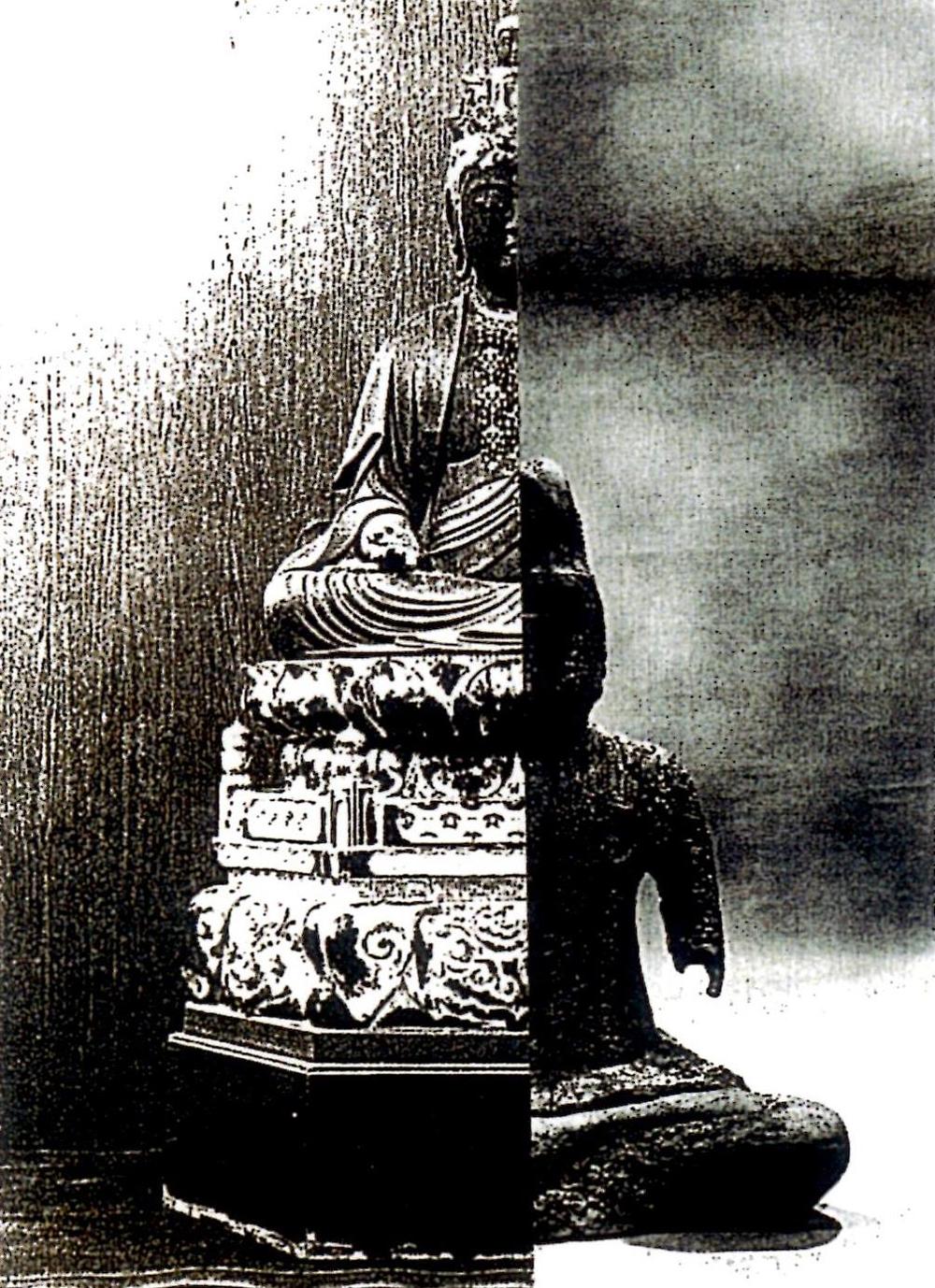 秘仏が鞘仏の内部に納められている様子