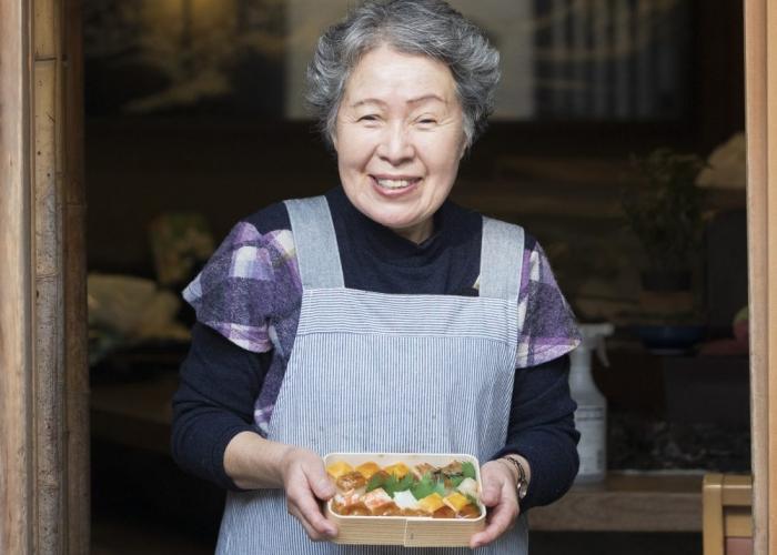 キラキラと輝く宝箱のよう 見て、食べて感動の箱寿司